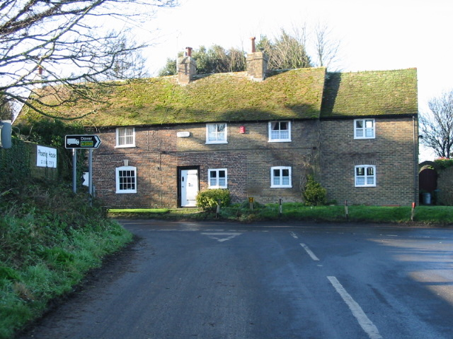 Houses at the junction of The Drove and Deal Road